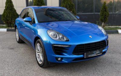 Оклейка автомобиля Porsche Macan S пленкой цвета Cerulean Blue