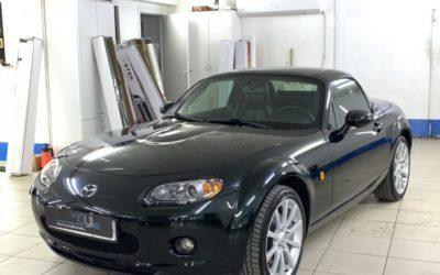 Забронировали весь кузов автомобиля Mazda MX-5 полиуретановой пленкой, сделали химчистка салона