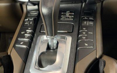 Porsche Cayenne — выполнили антихром, перетянули руль и ручку акпп в натуральную кожу