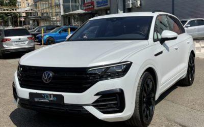 Volkswagen Touareg — забронировали автомобиль премиум пленкой Llumar, выполнили антихром