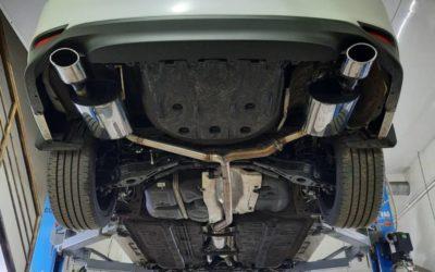Toyota Camry V70 — сделали раздвоение,  установили банки MG-RACE и декоративные насадки