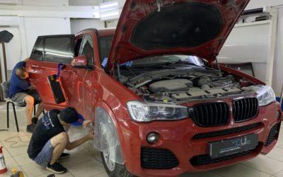 BMW X3 — выпрямили вмятину без покраски, легкая полировка, бронирование арок полиуретановой пленкой