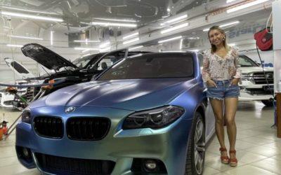 BMW 5 series в кузове f10, 2012 года — оклейка пленкой хамелеон и целый комплекс работ