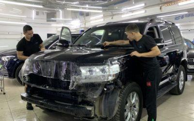 Toyota Land Cruiser 200 — демонтаж ПВХ пленки, бронирование кузова полиуретановой пленкой, установка доводчиков дверей
