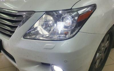 Установка Bi Led модулей в фары автомобиля Lexus LX 570 — сделали чистку, полировку, регулировку фар